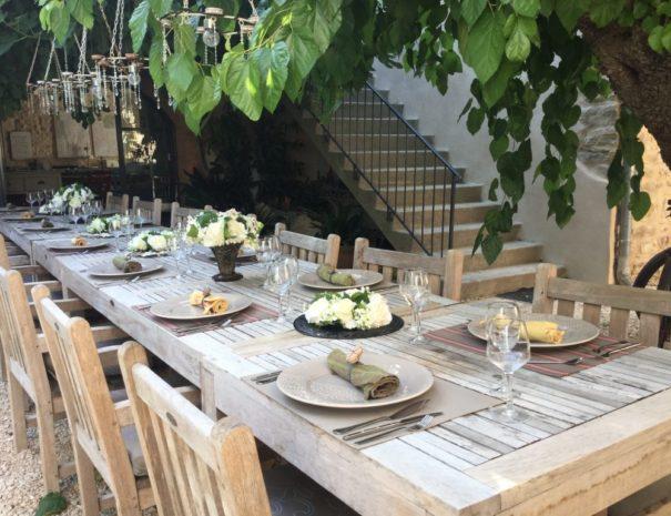 l'Ancien Mas Bouzige : table